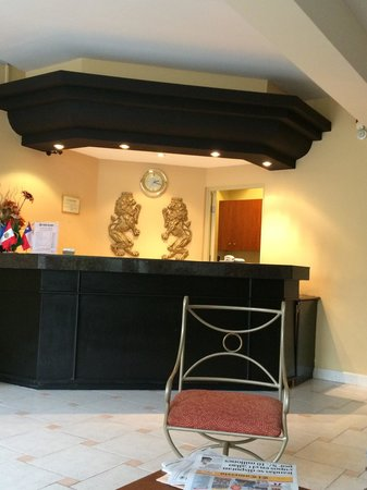 Leon de Oro Inn & Suites: Recepcion