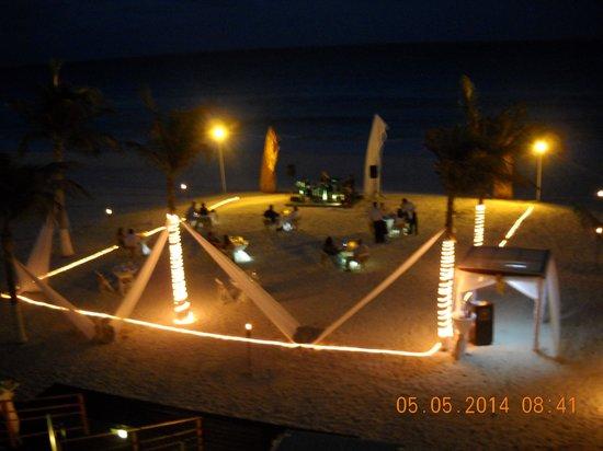 Gran Caribe Resort: dinner on the beach