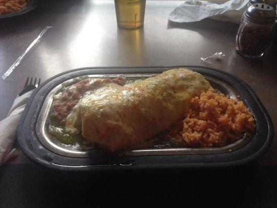 Chef Lupes Family Restaurant: Green chile pork carnitas burrito