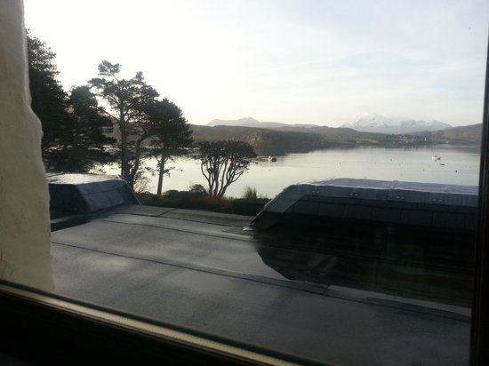 Cuillin Hills Hotel: View over the loch