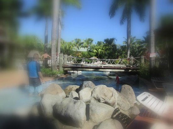 Outrigger Fiji Beach Resort : Main pool