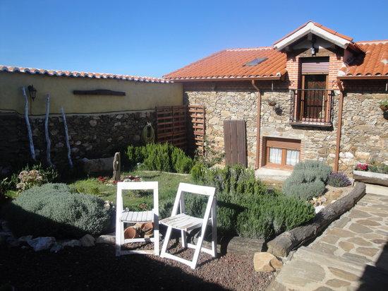 Casa Rural Los Abuelos: Jardín