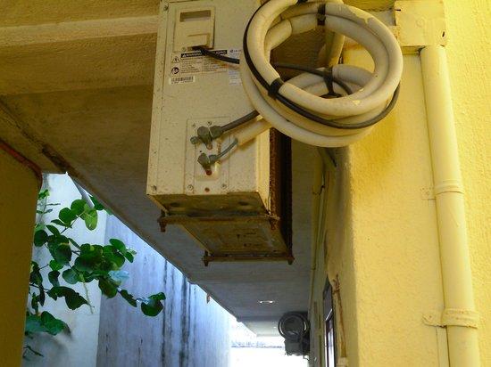 Hotel All Riviera: A/A ocultos en los pasillos del Resort ¿?