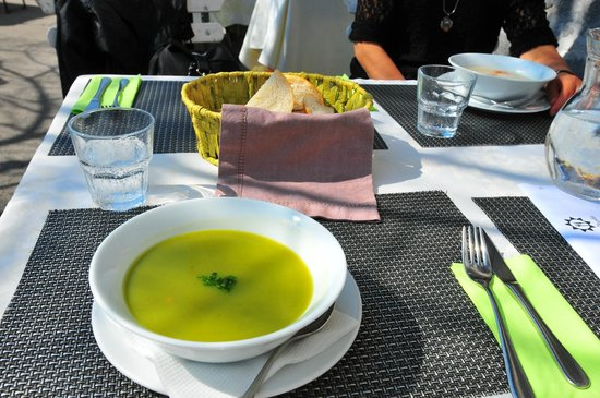 Pri Skofu: broccoli soup, the first in a three-course lunch