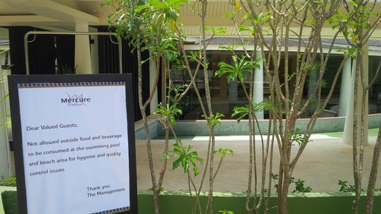 Mercure Koh Chang Hideaway Hotel: The first thing you see when you arrive...nice welcome