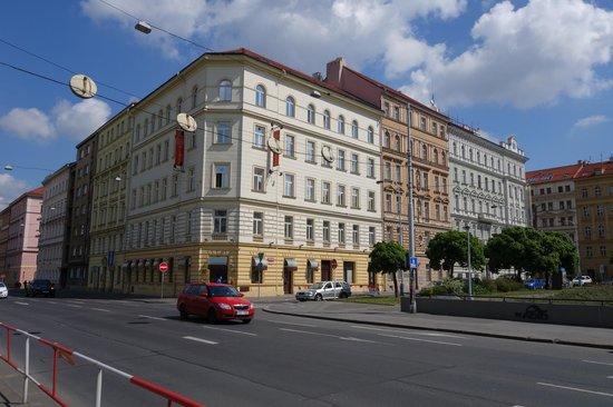 Prague Centre Plaza: Отель со стороны