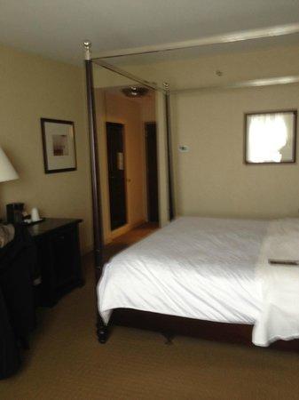 Sheraton Portsmouth Harborside Hotel: room
