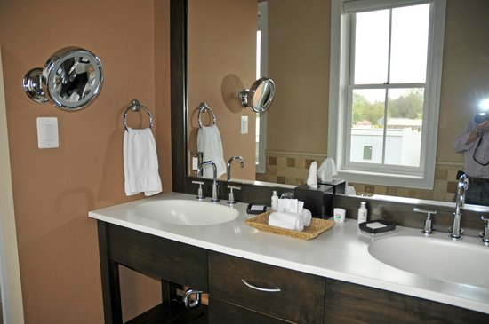 Suites at 249 : Double Sink Area