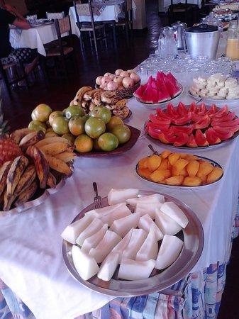 Hotel Pousada Caminho da Praia: Las frutas del desayuno