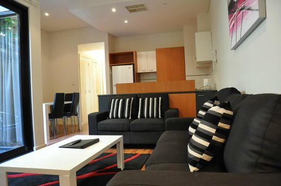 RNR Serviced Apartments Adelaide : Family/lounge