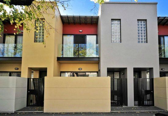 RNR Serviced Apartments Adelaide : Sturt Street front