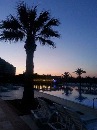 Venosa Beach Resort & Spa : Venosa Hotel on a beautiful evening :)