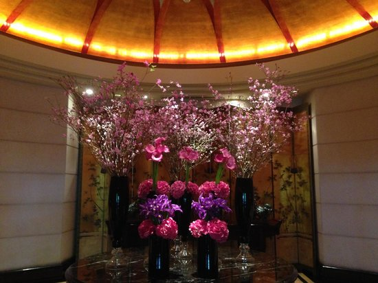 Four Seasons Hotel Singapore: Entryway