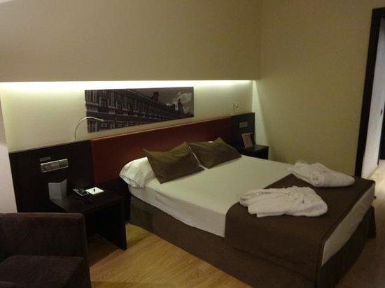 Ayre Hotel Sevilla : Nice clean comfortable room