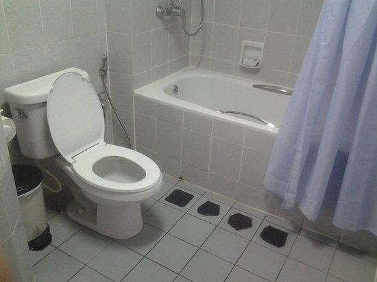Jubilee Hotel : Bathroom