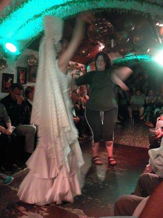 Cueva de la Rocio : Bailando la zambra gitana!!