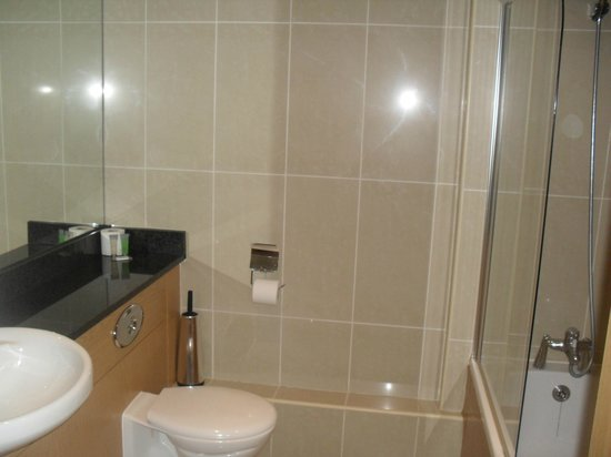 Your Home from Home - Southdock: bathroom 2
