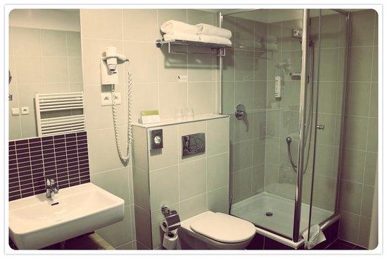 Iris Hotel Eden: Baño