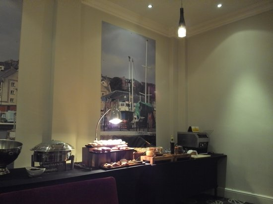 Mercure Exeter Rougemont Hotel: Nicely presented breakfast offering at Drakes Restaurant