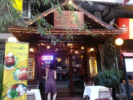 Lemongrass Restaurant : Front door