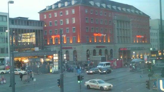 Le Meridien Munich: お部屋から中央駅の眺め