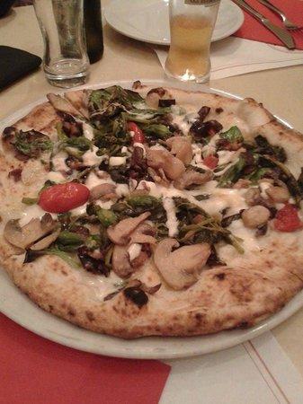 Pizzaria La Notizia : Pizza con primizie di stagione