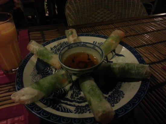 Kitchen Angkor Chey: Salad rolls