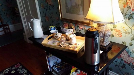 Lynn-Lee House : Coffee and Tea when you wake up