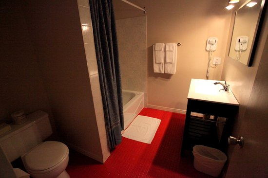 Hotellerie Jardins de ville : Bathroom / Salle de bain