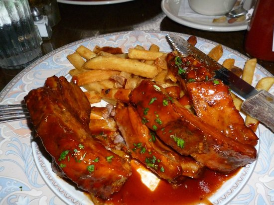 Georgio's Country Grill : Ribs with fries