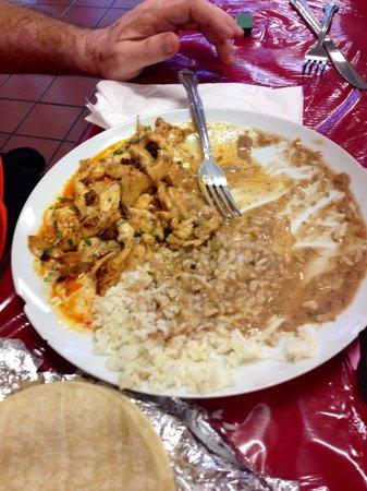 Los Agaves Mexian Restaurant : Pollo y chorizo, so yummy!