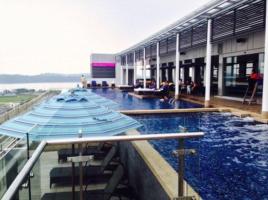 Rooftop Pool Bar Picture Of Hotel Jen Puteri Harbour Johor