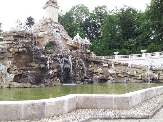 Schonbrunn  Palace: One of the fountains out back