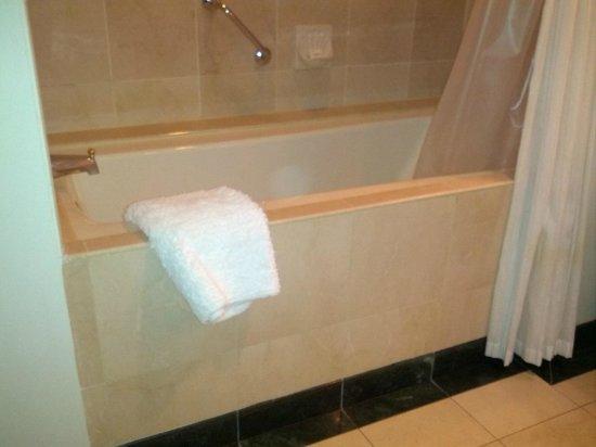 Park Hyatt Toronto: soaker tub