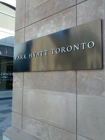 Park Hyatt Toronto: main entrance