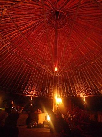 Paradise Cove Resort : bar/dining area