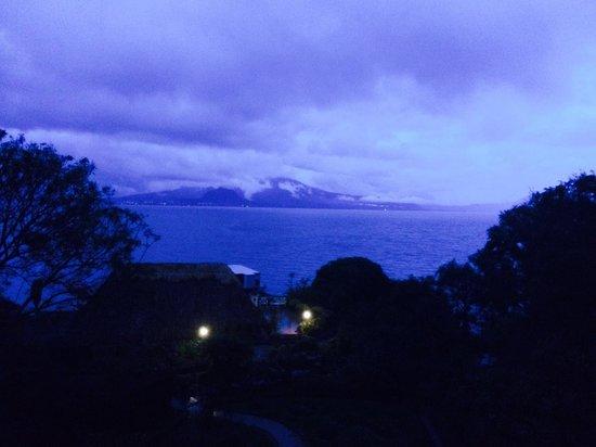Hotel Atitlan: Вечер, отель