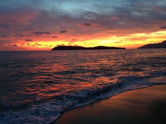 The Frangipani Langkawi Resort & Spa: Вид на закат из отеля