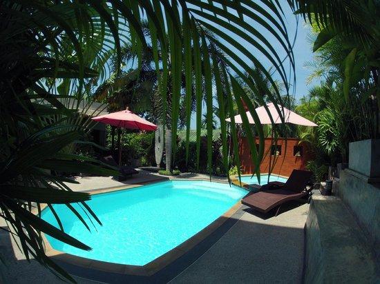 Baan Andaman Sea Surf : Pool area
