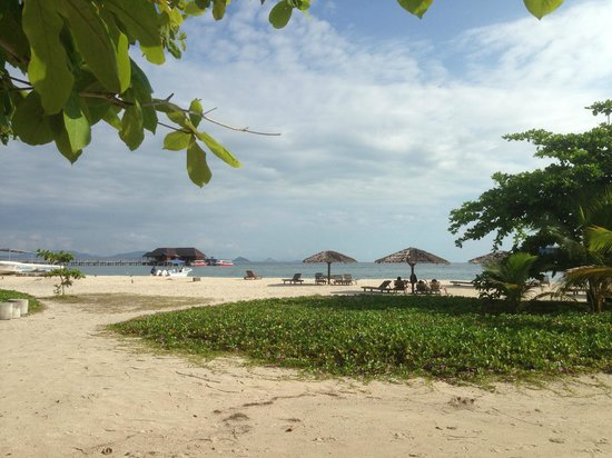 Scuba Junkie Mabul Beach Resort: Mabul Beach