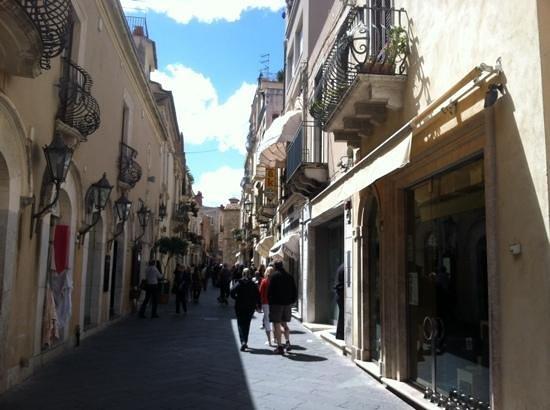 Sicily Limousine Service Day Tours: Taormina