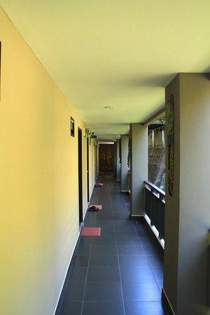 Baan Andaman Sea Surf: Hallway to the rooms