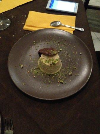 Dolmen: semifreddo al pistacchio