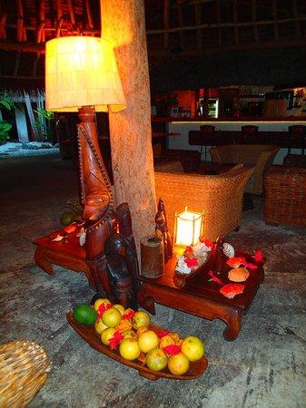 Paradise Cove Restaurant: bar/dining area