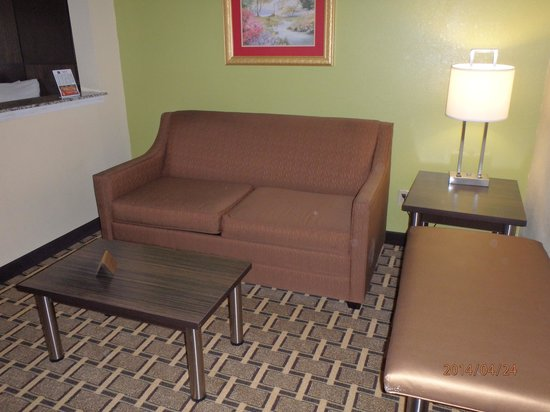 Best Western Knoxville Suites: SOFA BED SITTING AREA
