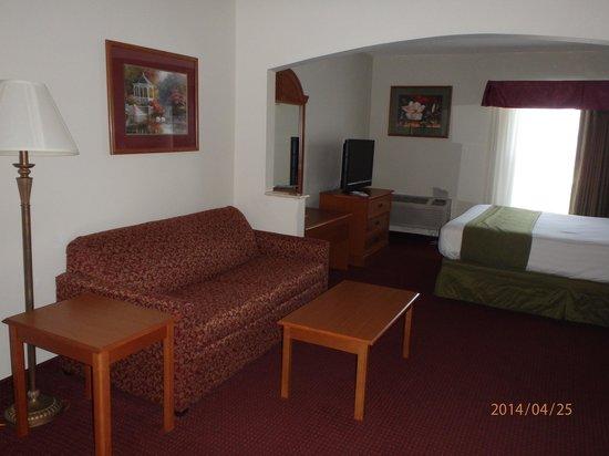 Days Inn Panama City: Sitting area and sofa bed