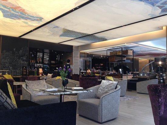 Hilton Sukhumvit Bangkok: Mondo where you can hv tea . Spacious and quiet. Gd for a relaxing tea