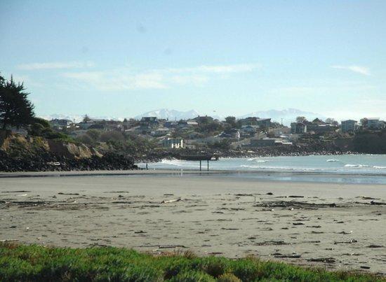 Caroline Bay Beach: Northerly aspect with Benvenue cliffs