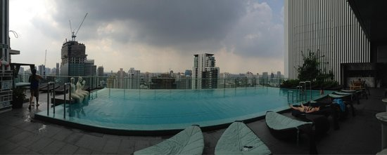 Hilton Sukhumvit Bangkok: A quiet rooftop infinity pool which offers a nice view to the area