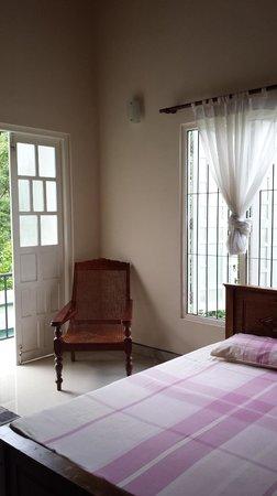 Hanthana Holiday Rooms: Main bedroom on ground floor.